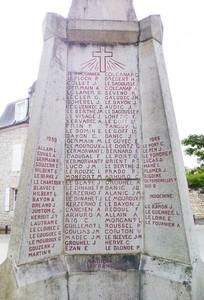 Sur le monument aux morts</br> de La Trinité-sur-Mer
