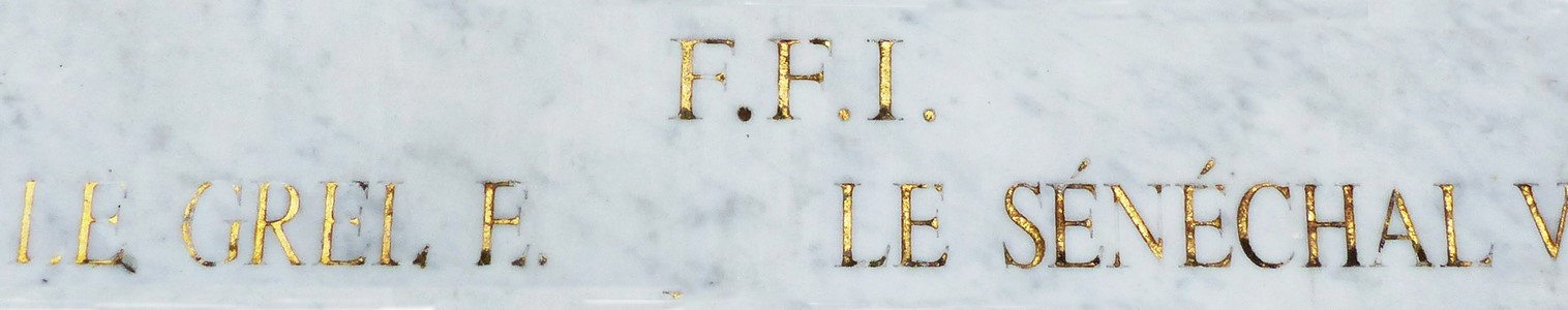Sur le monument aux morts de Locoal-Mendon